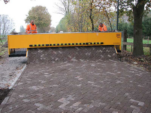 Giant Interlock Machine Paves Roads In One Single Sheet
