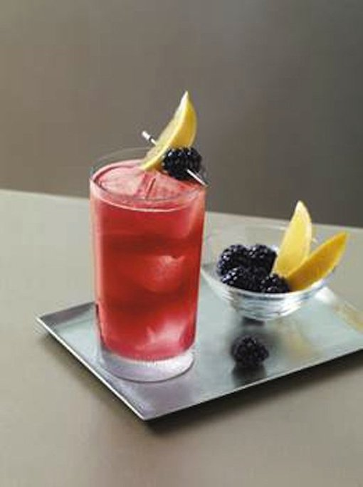 5 Easy To Make Summer Cocktails That'll Impress Her
